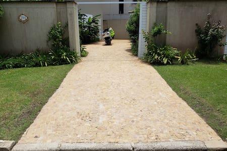 Bezbariérový přístup ke vchodu pro hosty
