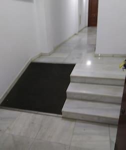 plataforma de asceso , el apartamento esta en la plnata baja . no escaleras