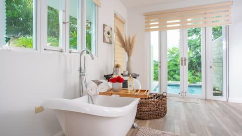 ♡ PRIVATE swimming pool & tub - Suite 3