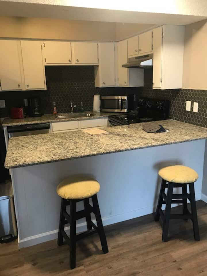 Executive Suite, 1 bed/1 bath with Washer/Dryer