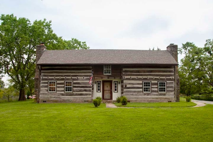 Historic Log Cabin - Farm - Near RRG and Lexington