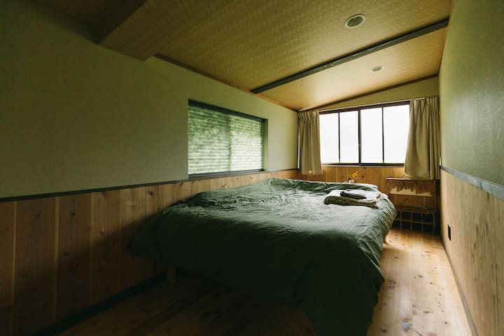 洋室 洋室には、ダブルベッドがございますので、快適にお休みください。