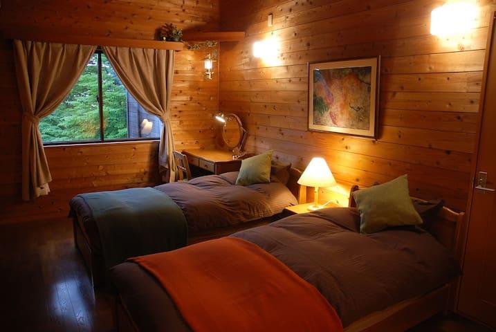 Bed room 3 : Two singles, one extra bed, air conditioner,  dressing table etc... 2階の第3寝室です。シングルベッド2台、エキストラベッド1台、エアコン、ドレッサーテーブル等設置。