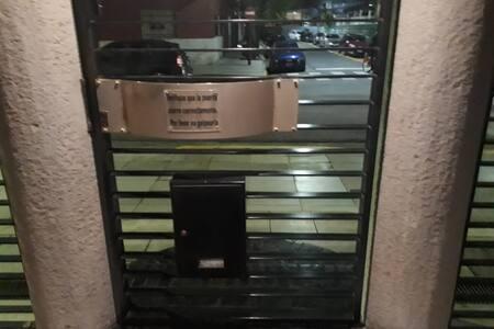 112 cm puerta de calle