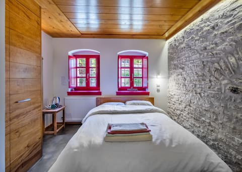 """Room """"One World"""": Private room in the mountain"""