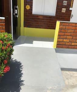A entrada do apartamento