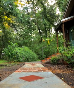 Bonne Terre Studio - Guest parking at rear of Studio with motion sensor lights and wide sidewalk with path lightening. Front porch lighting too. Railings on each porch. Built like so many Southern Louisiana homes, there are three steps up to Studio.