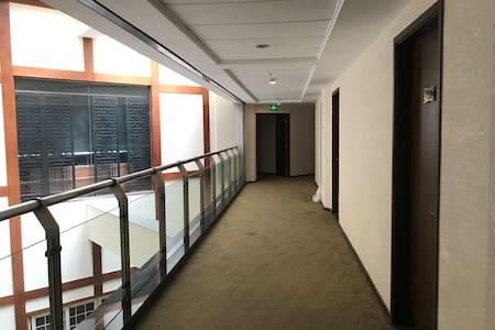 入口通道走廊宽敞整洁
