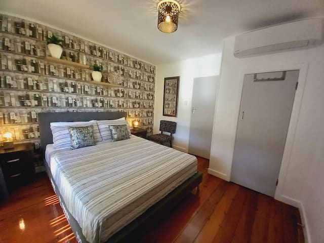 Cosy 5th bedroom with direct access to terrace, very comfortable with air conditioning