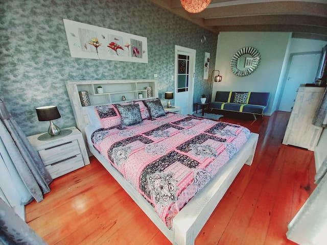Spacious master bedroom with amazing sea views, en-suite & air conditioning