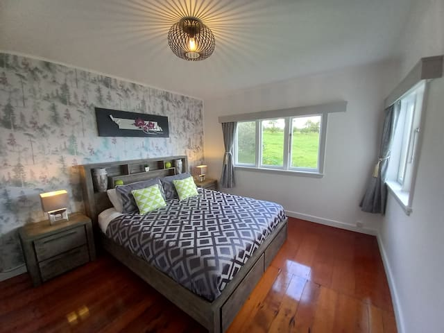 Beautiful 4th bedroom, with plenty of light, nice sea views & air conditioning