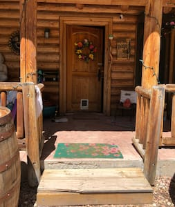 Multiple porch lights and twinkle lights lining the cabin are excellent light for nighttime arrival.