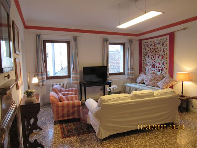 Mimosa House in the city heart of Belluno