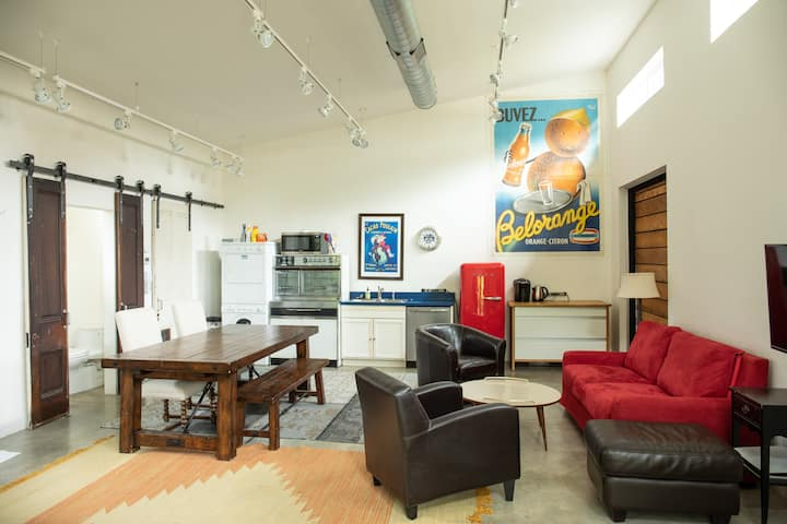 Lark's Loft: Perfect location w/ spectacular space
