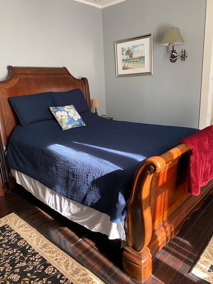 Old Oak Suite @ Cherry Tree Inn B&B
