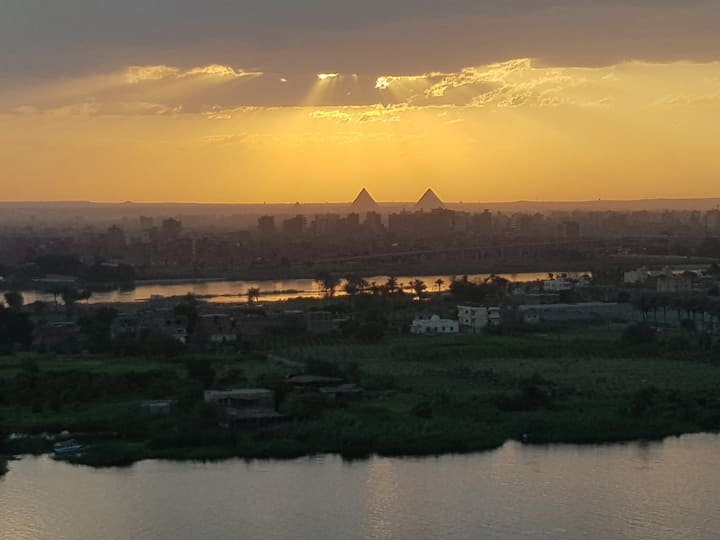 AMAZING BREATHTAKING NILE VIEW & PYRAMIDS