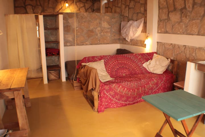 Double room ensuite and ocean view in eco house.