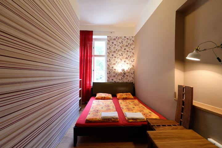 Private room in hostel close to central Prague