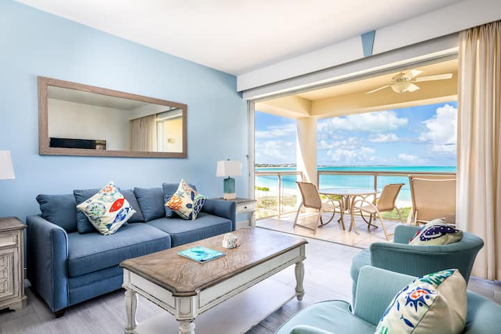 Coral Gardens: Top Floor 1-Bedroom Oceanfront Suit