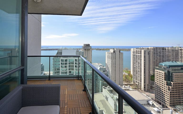 Condo w/ amazing value in the heart of Downtown