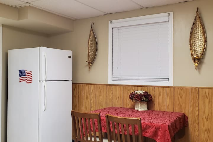 Guest Suite with TV, Kitchen and Washer Dryer*