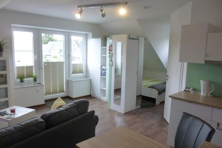 modernes Appartement im Grünen -Sitzecke im Garten