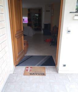 Porte à double ouverture