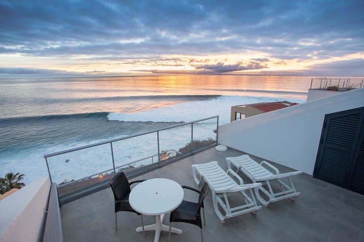 Oceanfront Honeymoon studio loft!