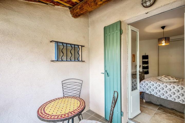 Jolie maison de village avec terrasse à Bonnieux