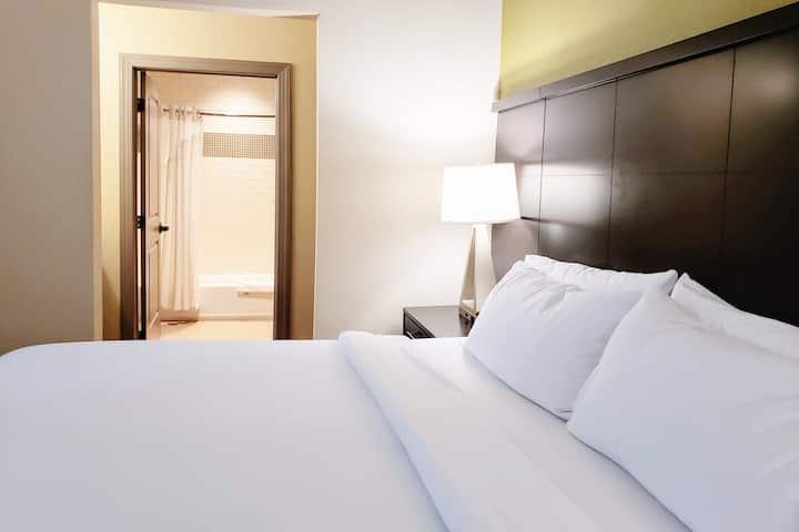 One-Bedroom King Bed Suite w/ Breakfast