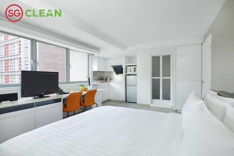 Fully Furnished Apartment with Kitchenette in city