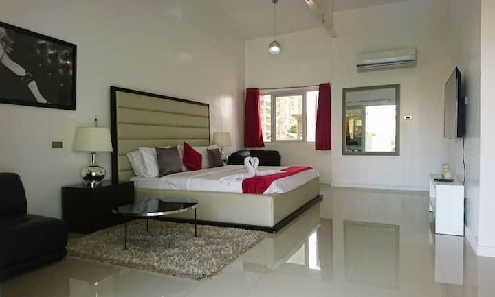 Stylish 160 sqm 2 bedroom Penthouse w. 2 balconies