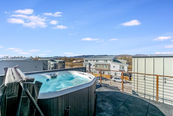 Mountain Views Guesthouse  1/1  with Rooftop Spa!