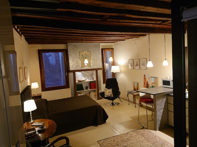 Studio Apartment San Marco 1825.it  100% sanitized