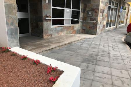 Rampa de entrada al residencial