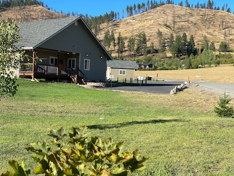 Newly Built, Great Views!    White Weasel Lodge #3