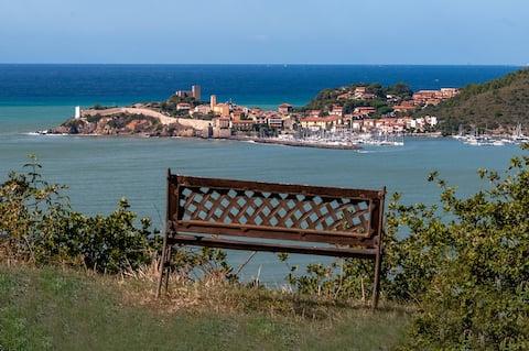 """Forte di Talamonaccio"" - puutarha merinäköalalla"