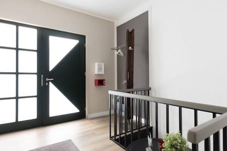 Eingangsbereich -Innenansicht/ Durchgang >81 cm