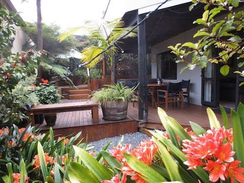 Secluded getaway and  spa, close to Auckland city