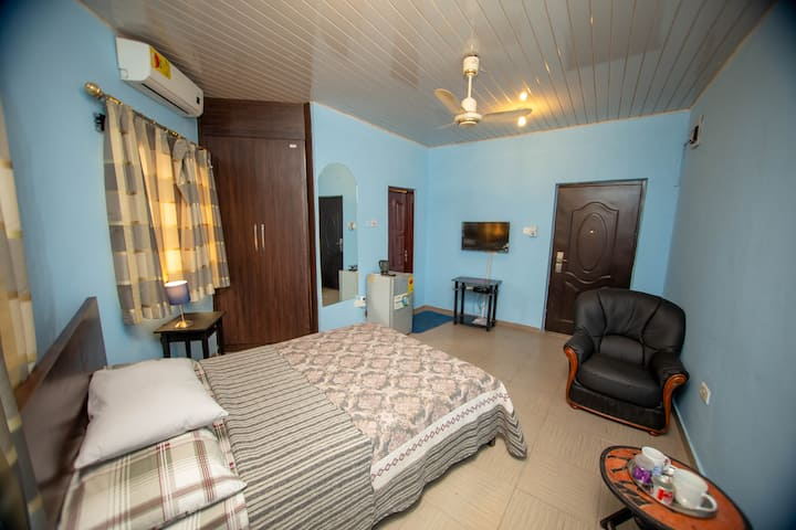 Aadee's Guest House - L Room