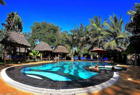 Diani Backpackers (12 bed dorm)
