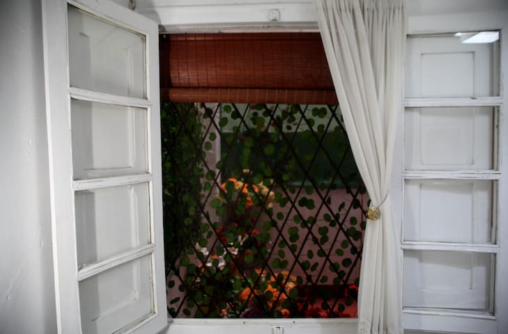 Vista desde la habitación al patio interno
