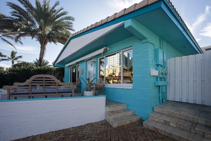 HOLLYWOOD BEACH RETREAT, steps to the ocean