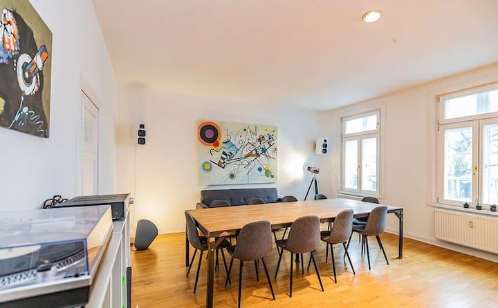 Große Designer Wohnung im Herzen von Hamburg