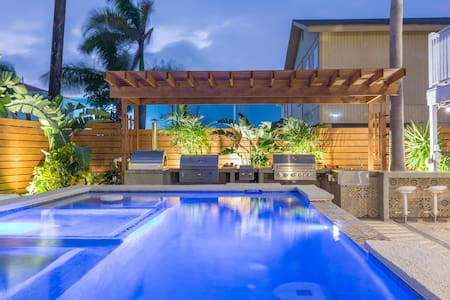 The Dolphin Beach house Experience / heated pool