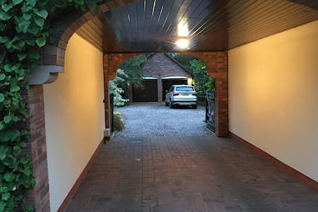 Access from parking area to front door