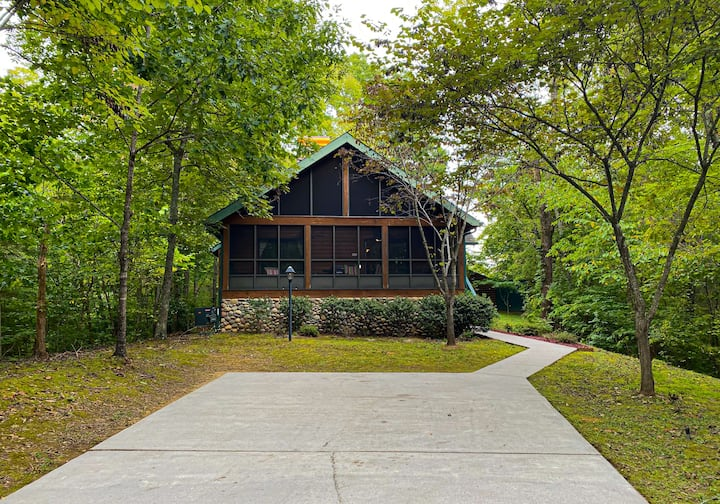 Red Leaf Lodge. Your home away from home.