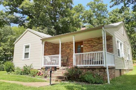 Hillside Cottage @Spring Lake Ranch