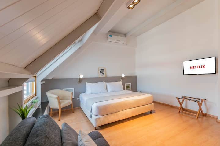 ★ Sunny Penthouse, great location!