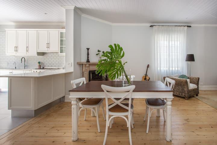 Period Cottage in leafy quiet Area